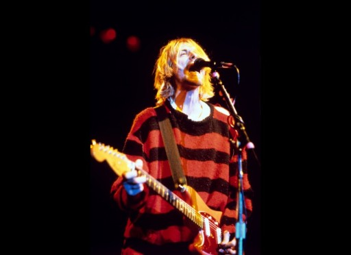 Kurt-Cobain-Style-Photo-Striped-Red-Black-Sweater-800x582.jpg
